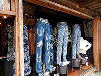 妻籠宿のジーンズ