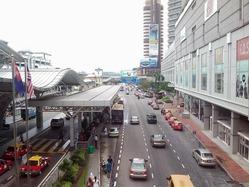 ジョホールバル駅前の道路