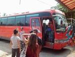 バンコクへ向う満席のバス