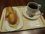 ドトールのサラダサンドとコーヒー660円