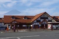 河口湖駅と富士山2