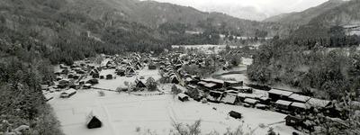 展望台から冬の白川郷が一望