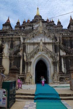 ダビニュ寺院の入口