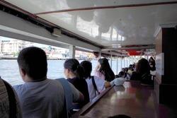 メナム川のボートは結構な混み様