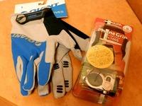 手袋とスマホホルダー