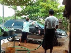 洗車しだした