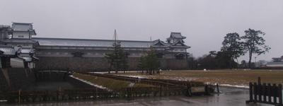 雨の金沢城公園