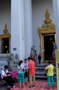 涅槃像の廻廊への入口