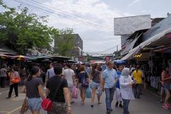 観光客で溢れるチャトゥチャック市場