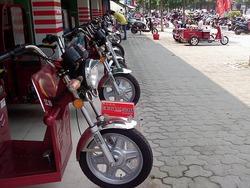 街中のバイク屋