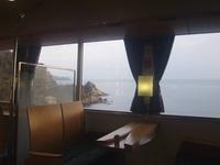 車窓には若狭湾の絶景