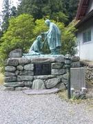 杖杉庵の衛門三郎像