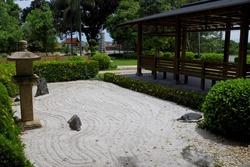 日本庭園と休憩所