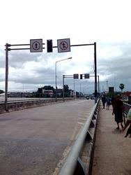 国境の友好橋