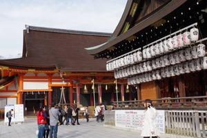 八坂神社の本殿と舞殿