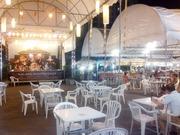 アヌーサン市場のカフェレストラン