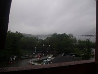 雨の河口湖