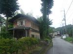 鶴川宿の古びた蔵