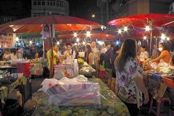 ワローロット市場の夜