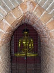 パゴダの中には仏像
