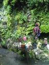 清瀧寺本堂横にある滝
