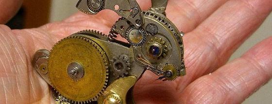 時計の部品から作る彫刻