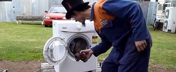 自壊していく洗濯機