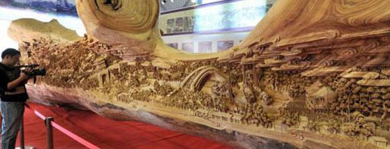 世界最長の木彫りアート