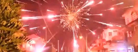 至近距離の花火の爆発
