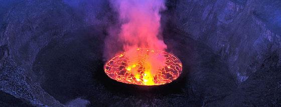 まるで魔法陣のような火山の火口