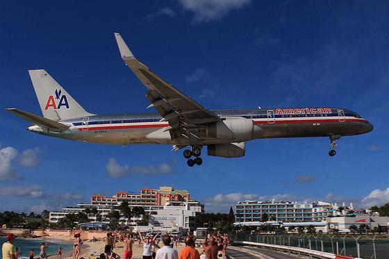 マホビーチの空港10