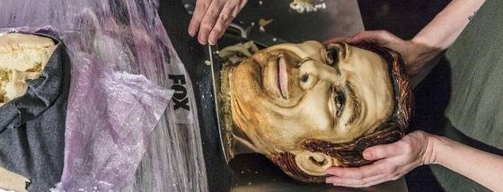 リアルな顔のケーキに食欲がわかない