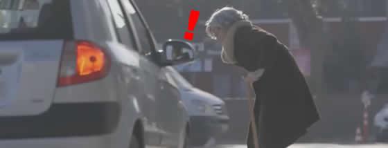 横断歩道でおばあさんが渡ろうとしていたらどうする?