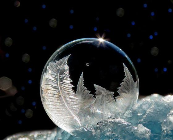 シャボン玉を凍らせるとまるでガラス細工のような美しさ4