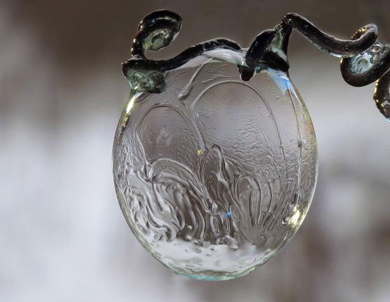 シャボン玉を凍らせるとまるでガラス細工のような美しさ5