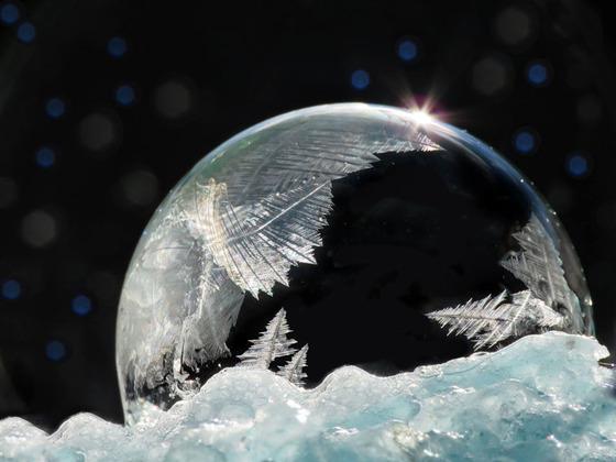 シャボン玉を凍らせるとまるでガラス細工のような美しさ11