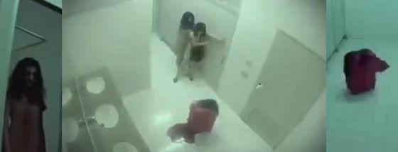 トイレでドッキリ