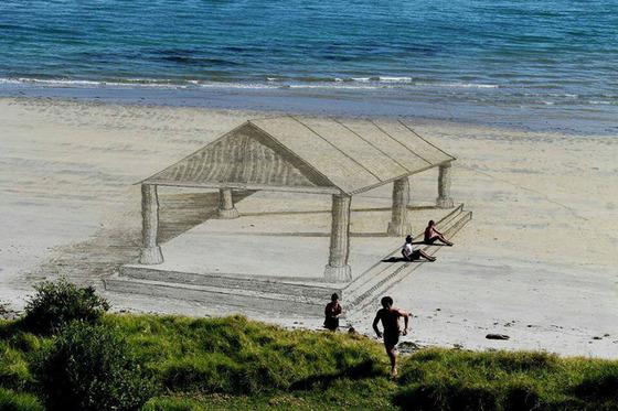 ビーチに描かれる3Dアート3