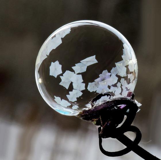 シャボン玉を凍らせるとまるでガラス細工のような美しさ15