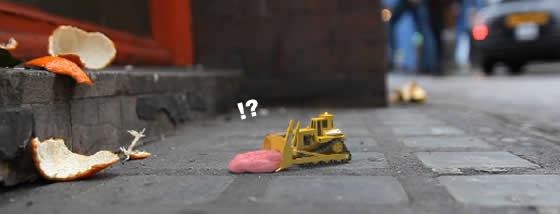 おもちゃの世界では人が捨てるゴミは大障害である