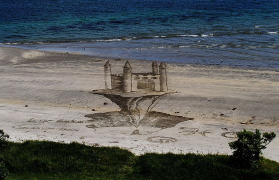 ビーチに描かれる3Dアート5