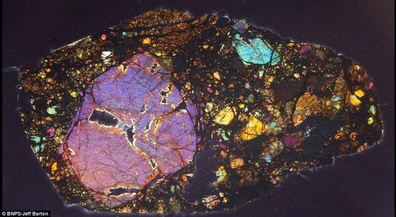 450億年前の隕石の中はまるで万華鏡の様な美しさ10