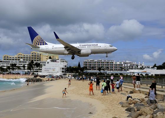 マホビーチの空港12