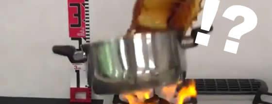 爆発危険!!どのような液体でも起こりうる現象『突沸』