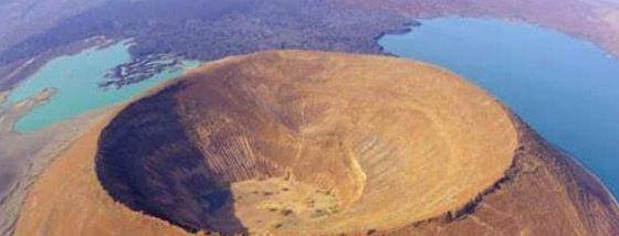 世界の火山クレーターがそれぞれ特徴的で面白い