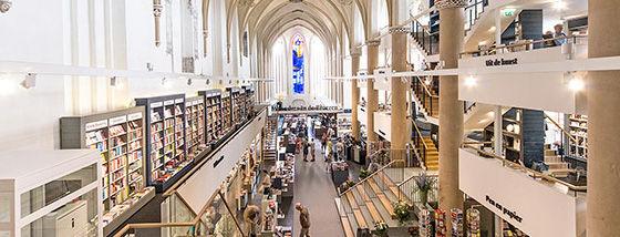 15世紀の大聖堂がモダンな本屋さんに一変!