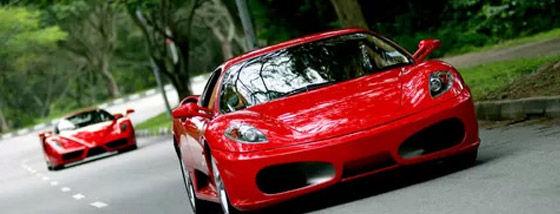9歳の息子にフェラーリを運転させた両親が逮捕される
