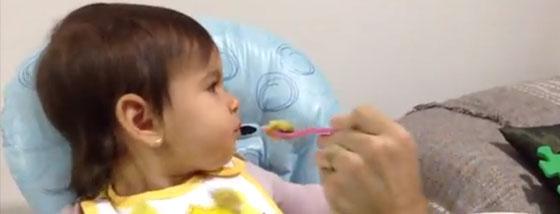 赤ちゃんに食べようとしないものを食べさせる方法