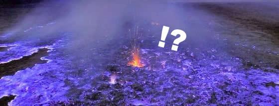青い溶岩の神秘的な光に導かれて
