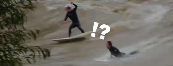 大洪水の中でサーフィンをする連中